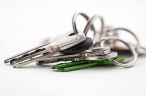 Mit einem Schlüssel Organizer den Schlüsselbund aufräumen